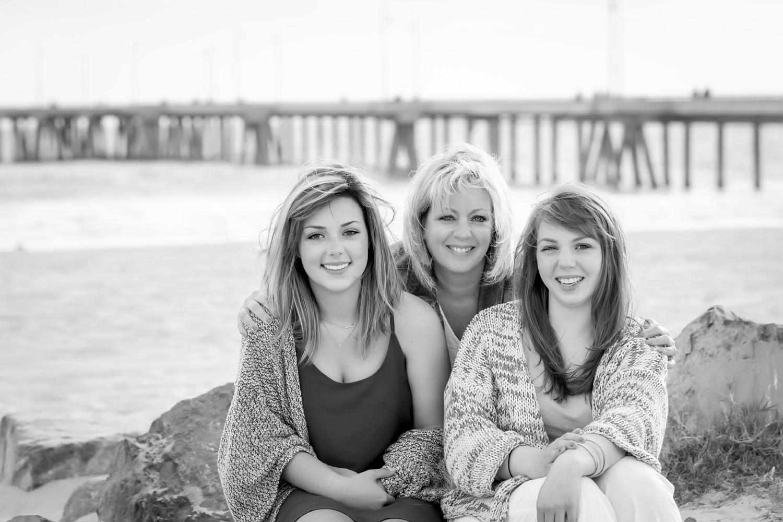 Mom + Daughters in Venice Beach