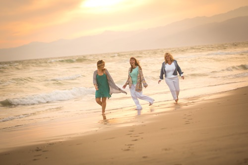Venice Beach Family Photographer - Mom and daughters walking