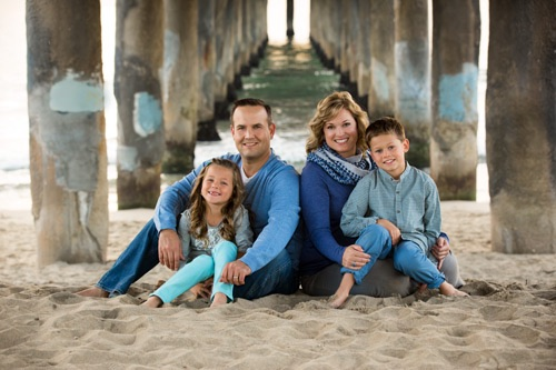 Manhattan Beach Family Photographer - Four under the pier in blue
