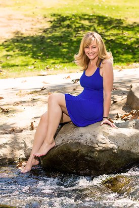 Los Angeles Headshot Photographer -  Female Dating Profile Sitting in the Park