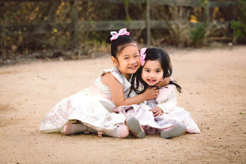 Child Photographer in Los Angeles - Sisters Hugging